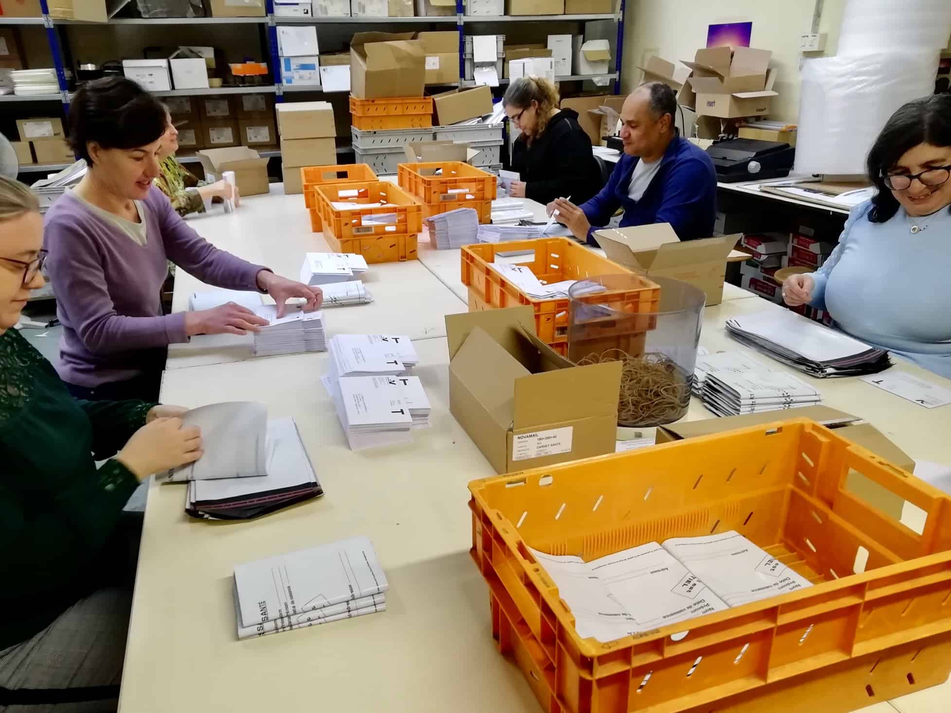 Assemblage de 15000 carnets de santé pour le 95
