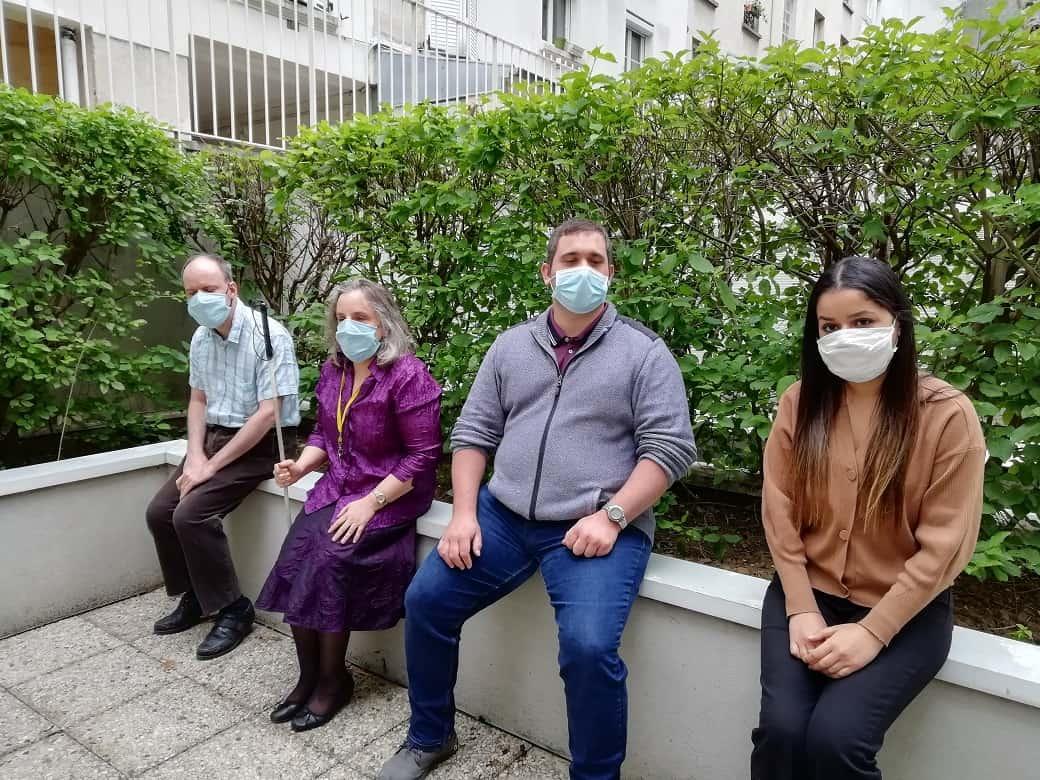 Yosra Sandra Anthony et Yannick assis et masqués