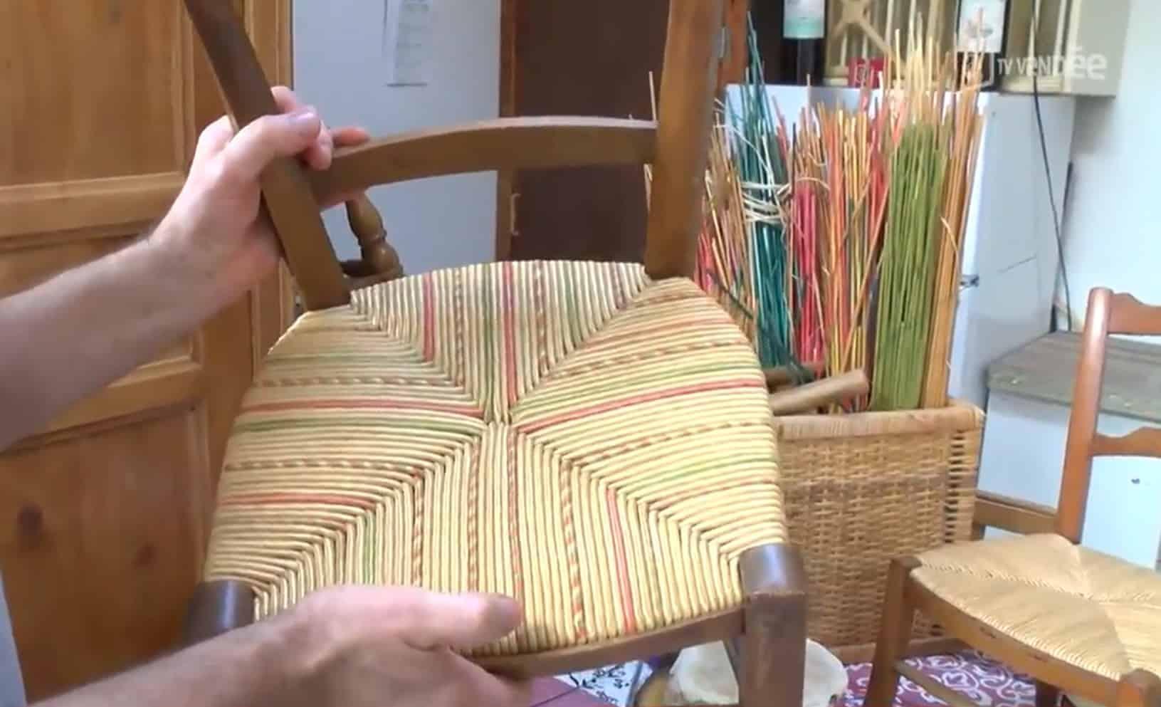 Chaise d'enfant en paillage restaurée par le CDTD